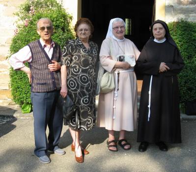 I coniugi Fernando Benassi e Riccardina Bononi con Suor Adriana e Suor Eletta